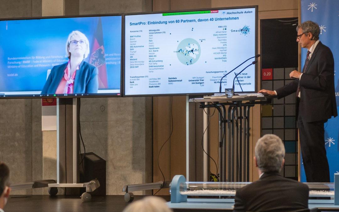 Bundesministerin Karliczek trifft die forschungsstarke Hochschule Aalen – Dialog zu Chancen und Herausforderungen von Kooperationen zwischen Hochschulen und Wirtschaft