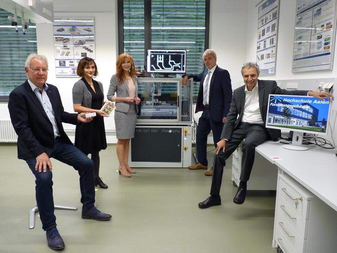 Ultraschall-Rastermikroskopie für Grüne Technologien und Digitalisierung – Materialwissenschaft der Hochschule Aalen baut Zusammenarbeit mit SmartPro-Partner PVA TePla aus